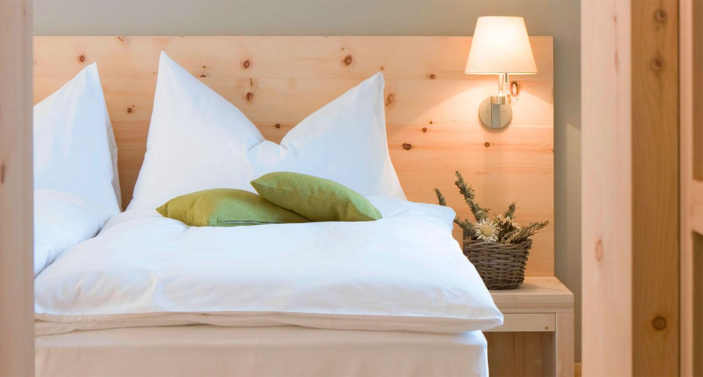Vägglampa vid sängen